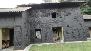 Artistic_mud_house_at_shantiniketan