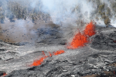 Lava Fountains_at_Kilauea_Volcano_in_Hawaii_20110306